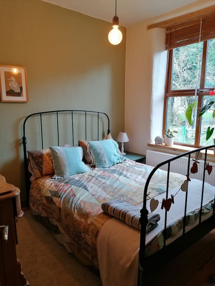 Room in beautiful cottage  in Saddleworth.