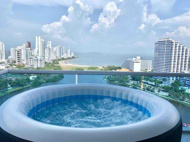 Billion Dollar View Jacuzzi Modern Luxury 2 BR