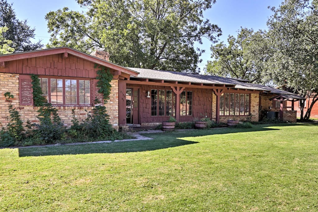 Your Texas Panhandle retreat awaits at this rustic 4-bedroom, 2.5-bathroom Lubbock vacation rental house!