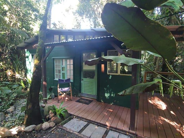 Cassowary House - Catbird Cottage