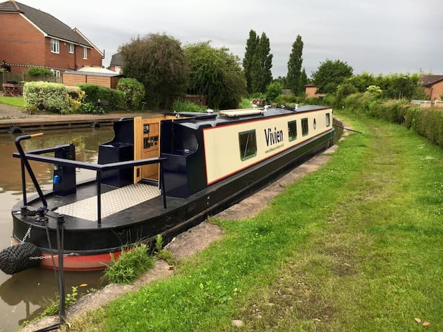 The Floatel - Luxury Canal Boats - Anderton - 船