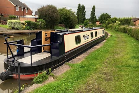 The Floatel - Luxury Canal Boats - Anderton