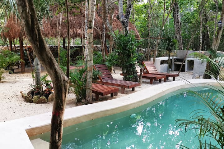 Jungle apartment with direct access to pool