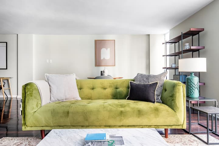 Spacious Streeterville 2BR, walk to CTA + Lakefront Trail, by Blueground