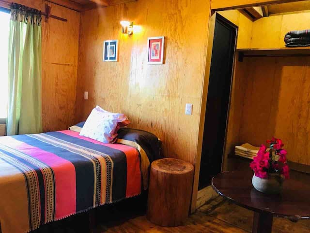 Espacio privado dentro de la habitación.