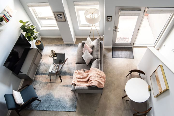 Casual Nomad 1BR Loft near Monument Circle