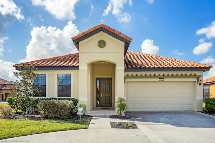Gorgeous 4BR Home with Pool/BBQ! - Near Disney
