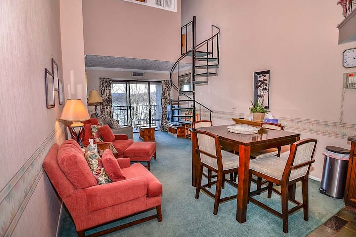 712H- Lakefront condo w/ loft bedroom w/ private balcony and fireplace!