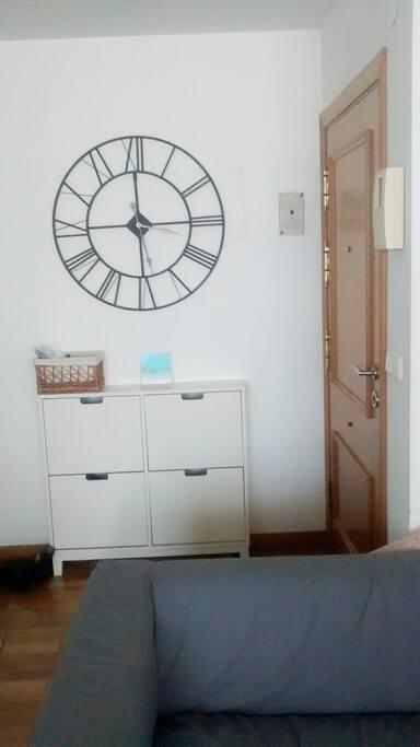 entrada, sofa / entrance, sofa