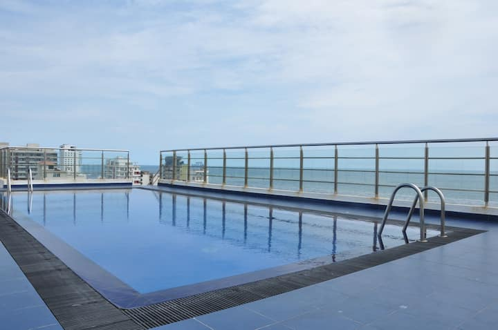 3BR Apartment with Sea View - City Center