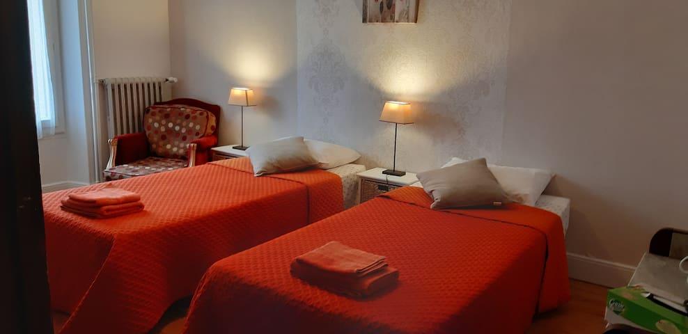 Jolie chambre dans maison de ville