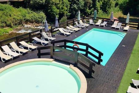 Hübsche Hütte mit Zugang zum Pool