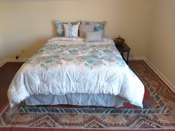 1A1 Comfy Bdrm+Own Washrm Cls to Chicago &Loyola M