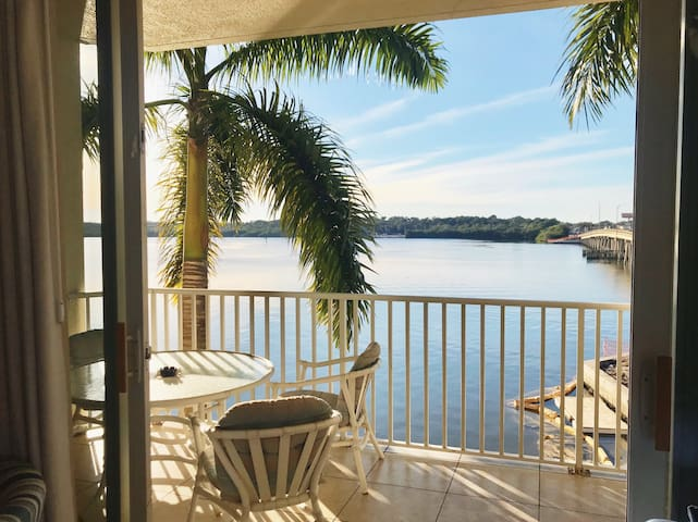 Pool Open!🏝🏝Charming Bayfront Condo at Boca Ciega