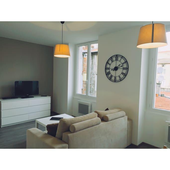 appart 39 h tel en hyper centre apartments for rent in saint tienne auvergne rh ne alpes france. Black Bedroom Furniture Sets. Home Design Ideas