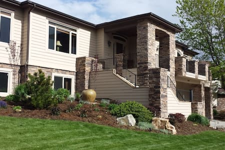 Custom Home with Private Apartment, Golf, Trails - Fort Collins - Hus