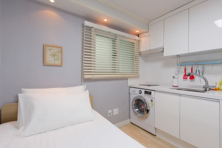A warm&snug singleroom2@Daehangno