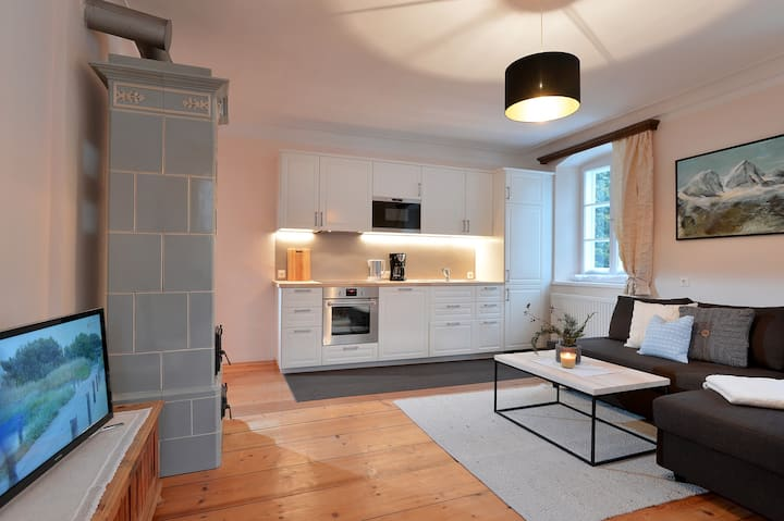 Charming alpine apartment close to the town center