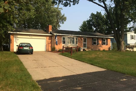 3bd/1.5b home 15min from everything - Kentwood - Ev