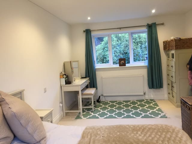 4 bed detached house in central Henley-On-Thames - Henley-on-Thames - House