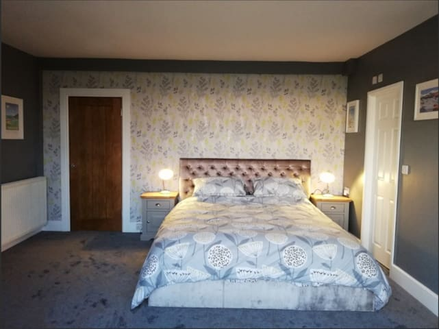 Deluxe room, super king bed, Sea Views & Hot tub