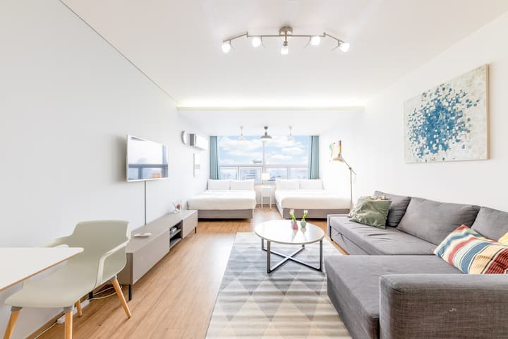 (4) Large room with 2 bed next to Gangnam Station