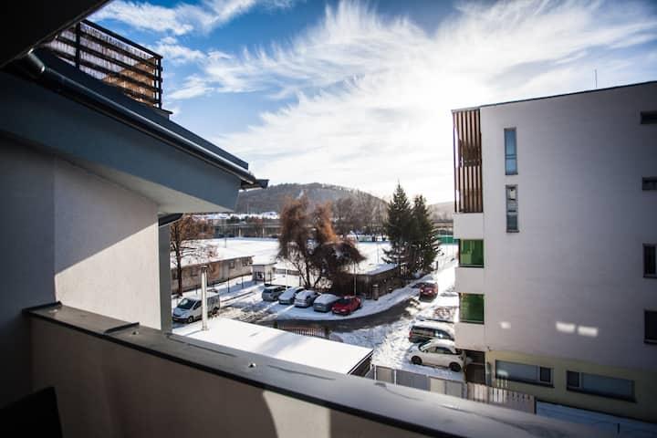 Nový dům se třemi byty a zahradou!