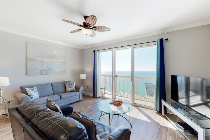 Lovely beachy condo w/ gulf view, shared pools & hot tub - walk to the beach!