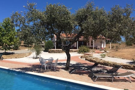 Beautiful country cottage and luxury swimming pool - Ourique