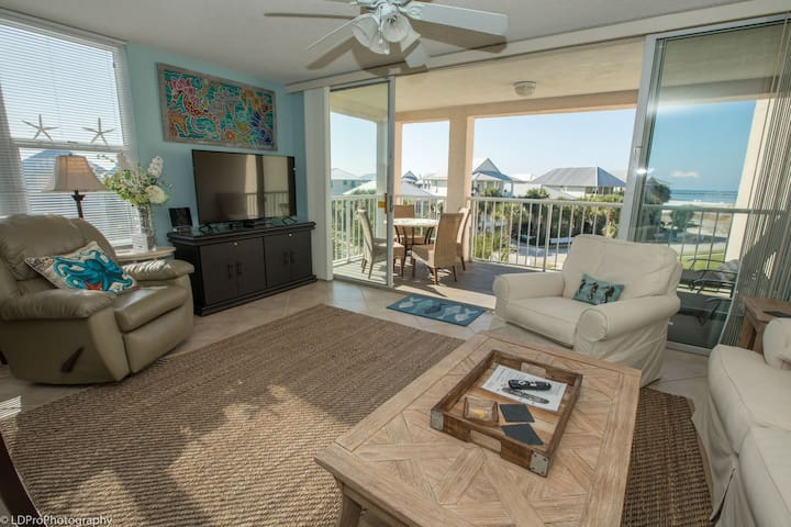 Magnolia House 301- Beautiful 2 BR End unit  - Free beach service for 2