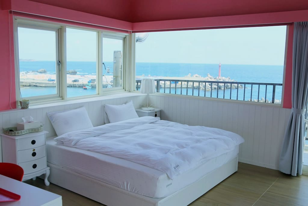 Deluxe king room with stunning ocean view