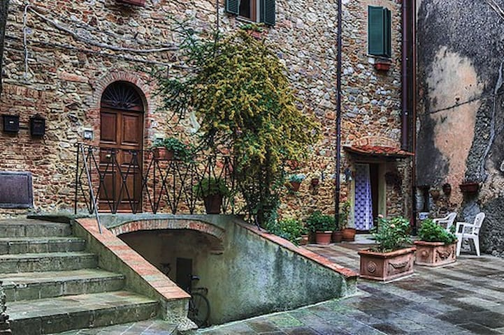 Apartment in medieval village Tuscany