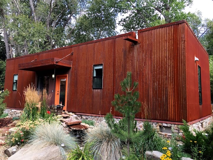 Mod Taos Eco Dwelling, hot tub, on Taos river