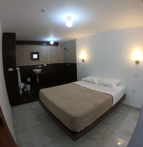 Queen bedroom&private bathroom in a central area 3
