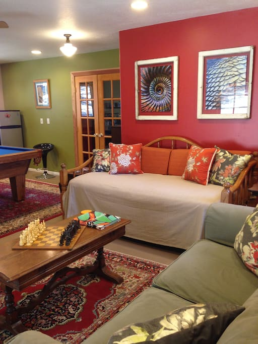 Comfortable living room with pool table, games, and books to relax!