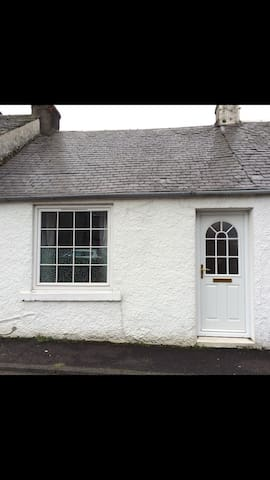 Cottage style back and front door - Largs - House