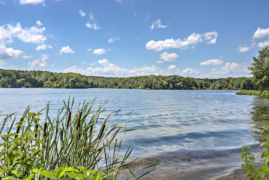 You'll be merely minutes from fishing on Kinkaid Lake or outdoor adventures in Shawnee National Forest!