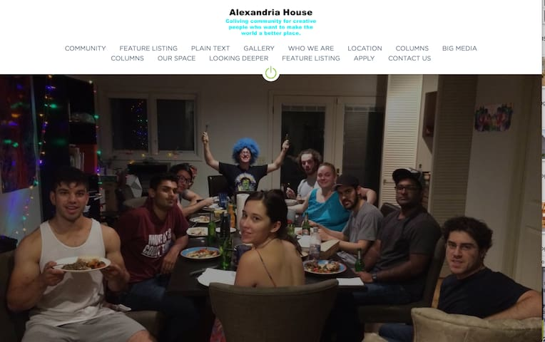Coliving Community: yogis, students, founders