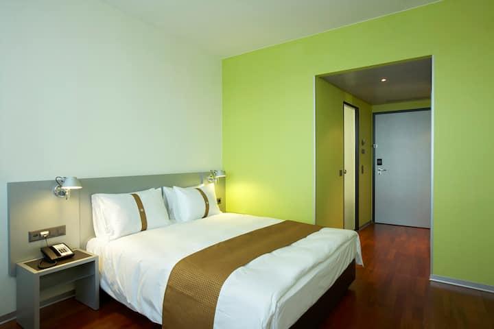 Komfortables Zimmer in City-Nähe (Holiday Inn Zür)