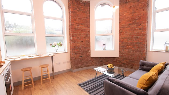 Spacious Luxury Apartment close to Manchester City Centre By Pillo Rooms
