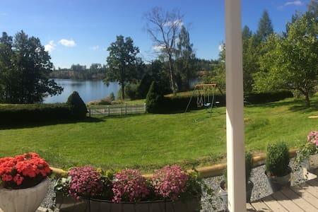 Sommarstuga med sjöutsikt - Katrineholm N