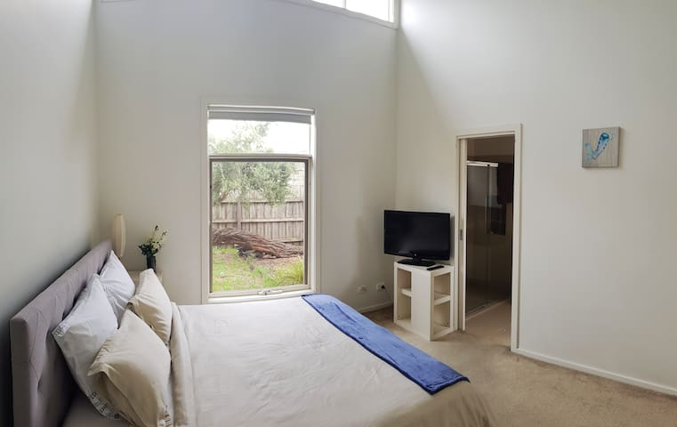 Master bedroom with King size bed, Ensuite and personal courtyard WIR