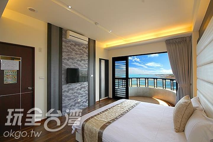 無敵海景2人房,躺著就可以看到一片汪洋大海,潮起潮落更是美不勝收. 另一邊是東衛水庫 - Magong City - Minsu (Taiwan)