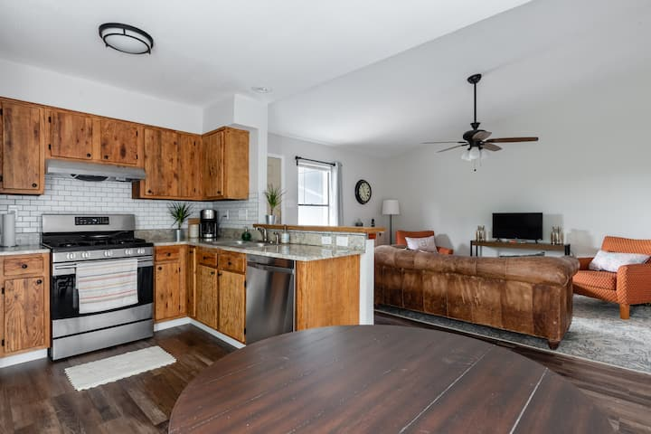 Newly Renovated North Austin 2 bedroom apartment