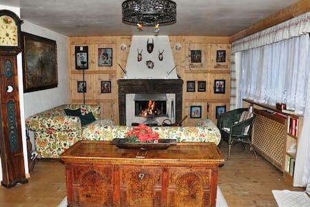 Particolare appartamento con arredamento Tirolese - Corvara In Badia