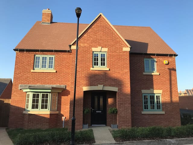 Ariel Lane Brackley NN13 Double bed with ensuite
