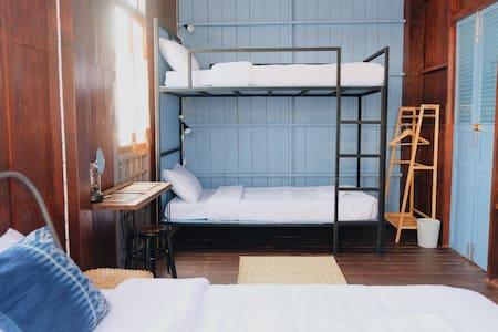 บ้านเสงี่ยม-มณี Baan Sa ngiam-Manee (Blue Room)