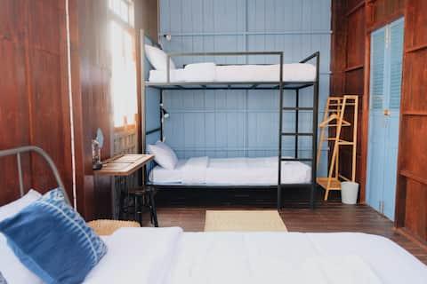 Square House - Baan Sa ngiam-Manee (Blue Room)