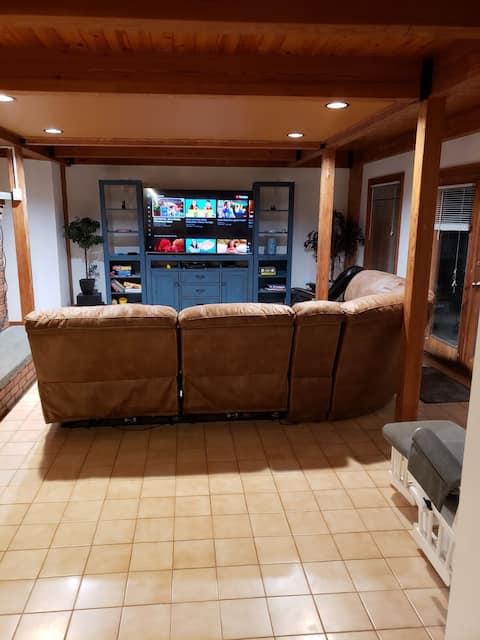 Perfectly Polished Deerfield Home 5 min to I-91