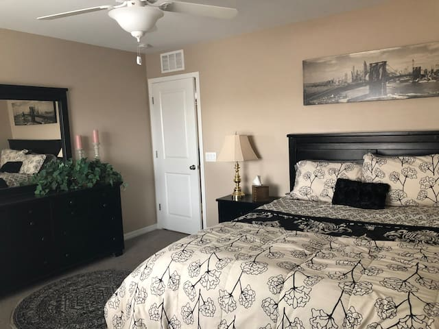 Beautiful & Comfortable LV Bedroom